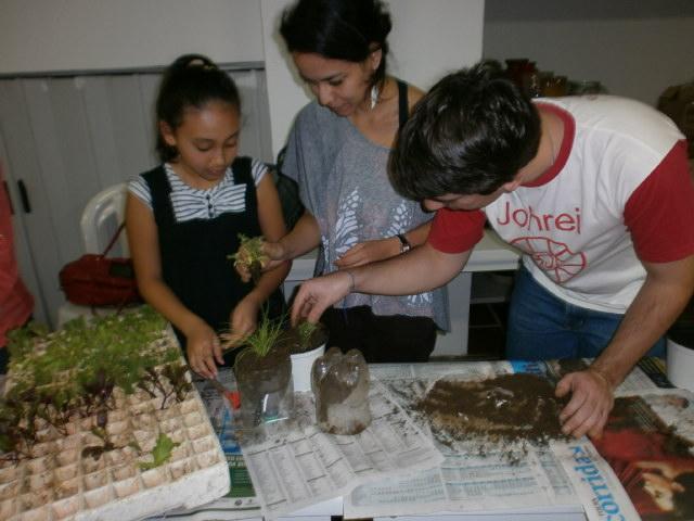 4primeira-oficina-de-horta-caseira-maio2012-118